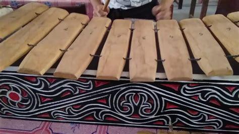 Jenis alat musik tersebut adalah jenis alat musik yang berasal dari hembusan napas, yang biasanya disebut dengan jenis bunyi aerofon. 17 Jenis Alat Musik Sumatera Utara   Gambar dan Penjelasan ...
