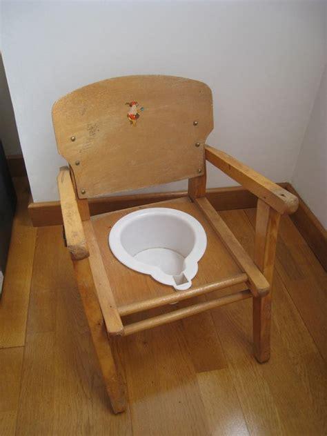 pot de chambre bébé un petit fauteuil pot bébé patines couleurs