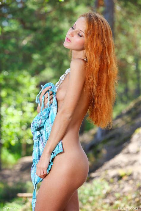 Slender Redhead Kari K Posing Nude In Nature By Femjoy