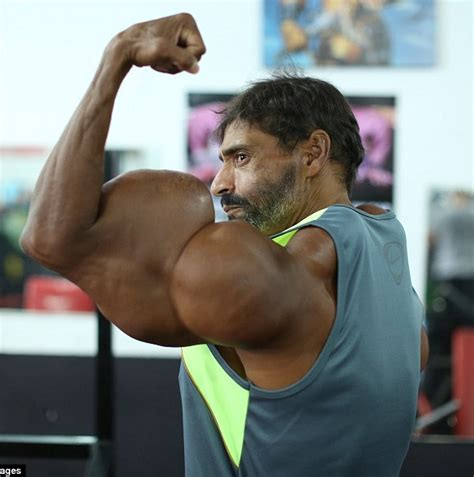 Photos: Brazilian Bodybuilder Injects Oil Into Muscles To