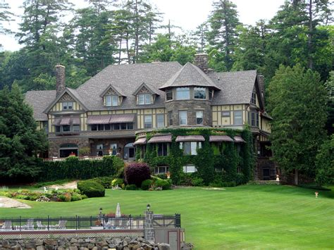 200 Lifestyles Of The Rich And Famous, Houses Along Lake G