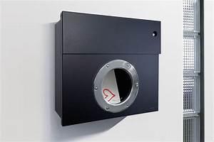 Radius Letterman 1 : briefkasten mit blauem klingelschalter schwarz radius design ~ Markanthonyermac.com Haus und Dekorationen