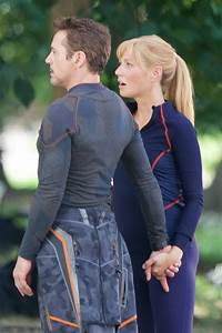 Gwyneth Paltrow & Robert Downey Jr. share kiss on the set ...