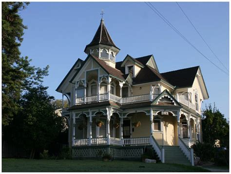 16 Beautiful Victorian House Designs