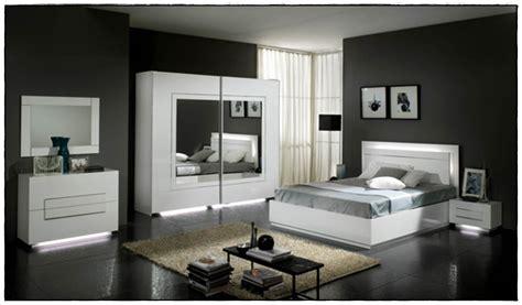 la chambre a coucher but chambre a coucher adulte idées de décoration à la maison