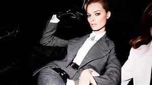 Full HD Wallpaper Margot Robbie Pantsuit Elegant Desktop