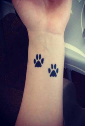 significan los tatuajes de huellas