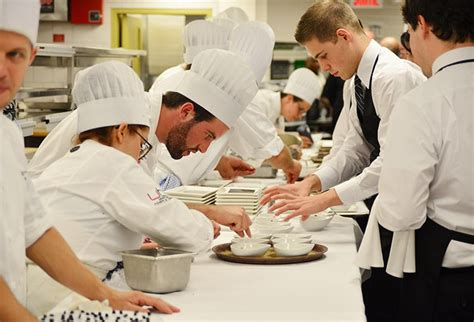 cuisine en collectivité comment devenir cuisinier formation salaire et débouchés