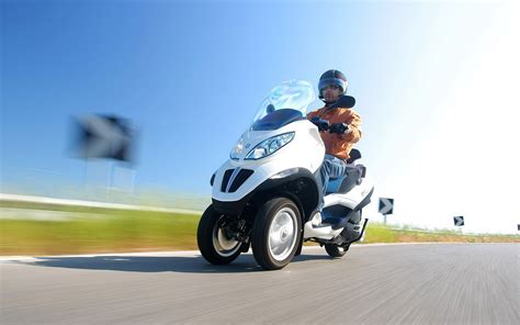 Piaggio Backgrounds by Piaggio Mp3 Hybrid Wallpapers And Images Wallpapers