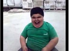 Fettes Kind freut sich über Schokoriegel YouTube