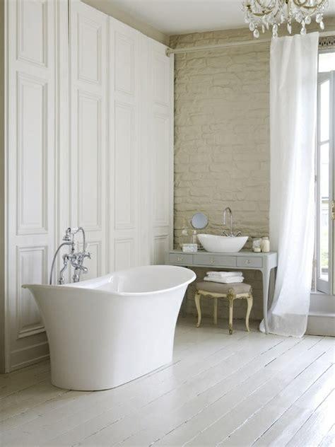 Freistehende Badewanne Die Moderne Badeinrichtungfreistehende Badewanne Aus Glas by Freistehende Badewanne Im Modernen Badezimmer