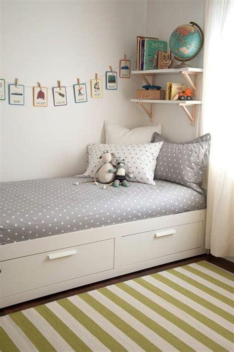 Wandgestaltung Kinderzimmer Bett by Die Besten 25 Bett Mit Stauraum Ideen Auf