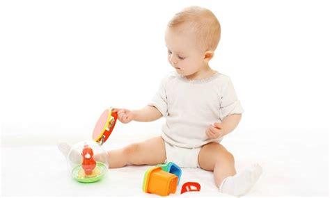 bebe 5 mois assis bebe 8 mois ne tient pas assis 28 images la position assise guide de nourrison et non il ne