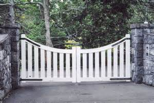 Country Wooden Driveway Gates