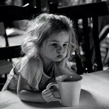 Coffee creamer {(glucose syrup, fully hydrogenated palm oil, acidity regulator (e340ii, e45li, e33liii), milk protein (sodium casenate), emulsifier (e471, e472), coloring agent: Tiffany's