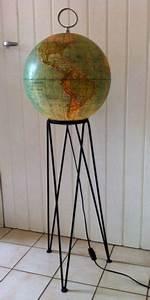 Globe Terrestre Sur Pied : gros globe terrestre vintage lumineux sur pied haut tripode globes terrestres et c lestes ~ Teatrodelosmanantiales.com Idées de Décoration