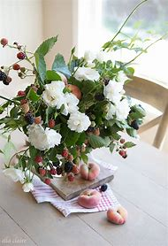Easy Summer Flower Arrangement