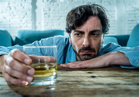 physical signs symptoms  alcoholism alcohol abuse
