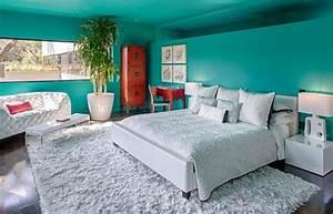 decorer les murs dune peinture turquoise 38 idees dete With tapis d entrée avec canapé maison de la literie