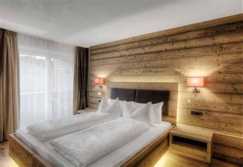 holzwand schlafzimmer altholz modern alpine chic in 2019 altholz altholz