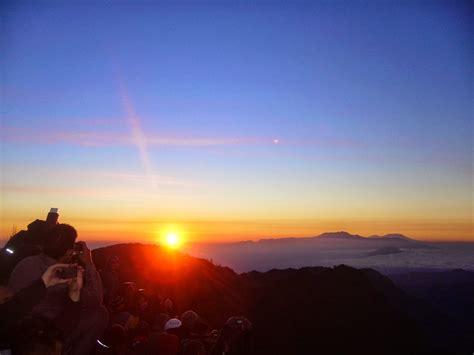 gambar pemandangan panorama alam wisata gunung bromo
