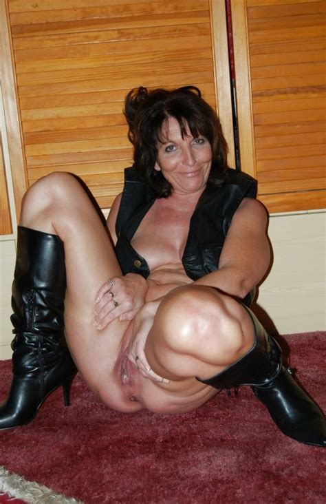 Amatuer Wife Naked In Boots