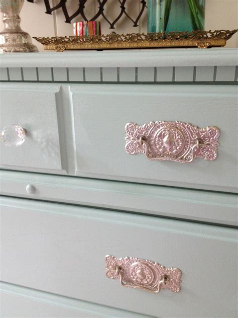 best paint to paint furniture livelovediy how to paint laminate furniture in 3 easy steps
