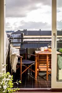 Balkon Bank Klein : kleiner balkon liefert eine solide bank tisch und h ngematte wohnideen einrichten ~ Frokenaadalensverden.com Haus und Dekorationen