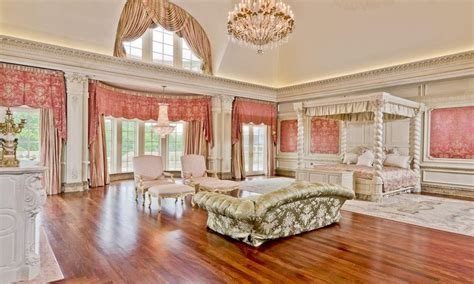 Sitting Rooms In Master Bedrooms, Biggest Mansion In The