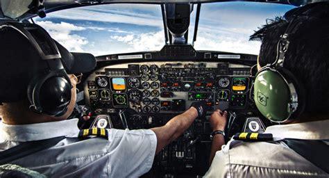bureaux de poste trafic aérien le poste de copilote bientôt supprimé