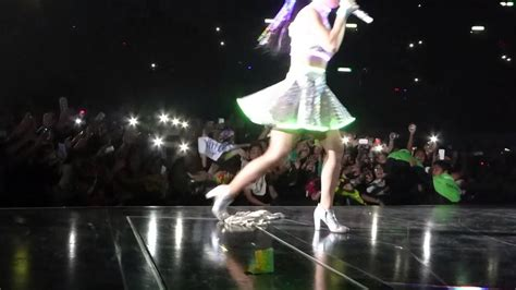 Katy Perry This Momentlove Me Prismatic World Tour