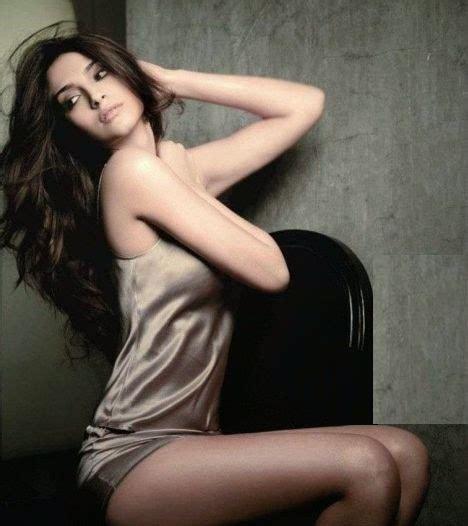 Bikini Tm Sonam Kapoor Hottest Wallpapers