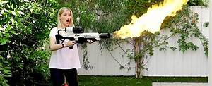 Lance Flamme Tesla : elon musk 39 s flamethrowers are here and people are already doing crazy stuff with them ~ Melissatoandfro.com Idées de Décoration