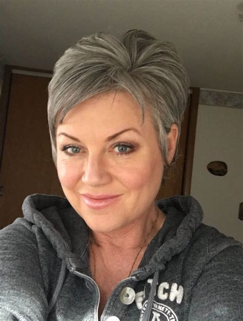 Short Pixie Cuts for Older Woman 15+