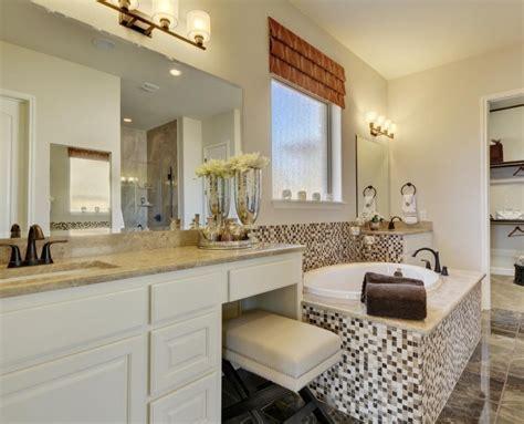 Bathroom 044b   Burrows Cabinets   central Texas builder