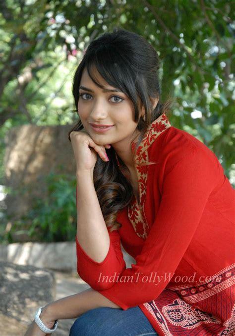 Jiya Photos Actress Stills Pics Images