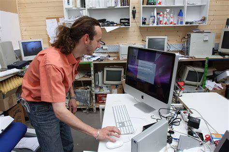 employé de bureau fiche métier technicien technicienne de maintenance en informatique