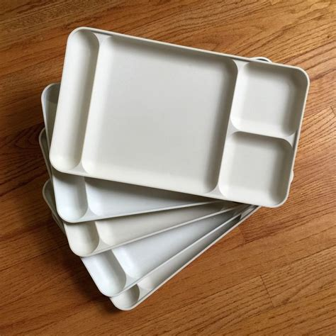 tupperware lunch trays  vgc set   cream  almond