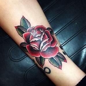 Rosen Tattoos Schwarz : 1001 ideen und inspirierende bilder zum thema rosen tattoo ~ Frokenaadalensverden.com Haus und Dekorationen