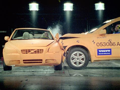 crash test si鑒e auto car crash smart car crash test 70 mph