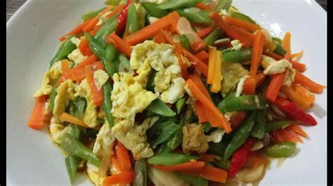 Tinggal tumis semua sayuran, bumbui simpel dengan bawang, garam, lada, dan siap disajikan. Cara membuat tumis buncis orak arik telur - YouTube