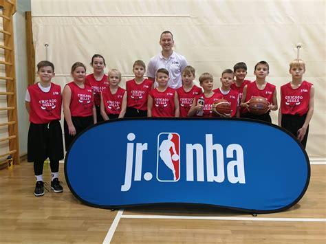 Skolas komanda Chicago Bulls iekļūst NBA Junioru līgas ...