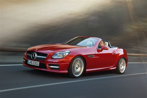Mercedes benz launched the slk 350 roadster in new delhi today, priced at rs. 2011 Mercedes-Benz SLK 350 - Images, Specifications and Information