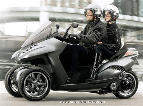 scooter 3 roues peugeot 3 roues pour le scooter hybride de peugeot