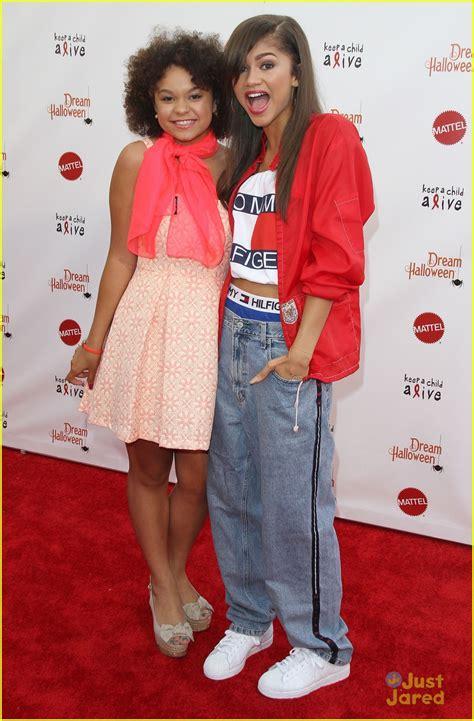 aaliyah costume zendaya halloween performance dream 20th alive keep child carpet debuts