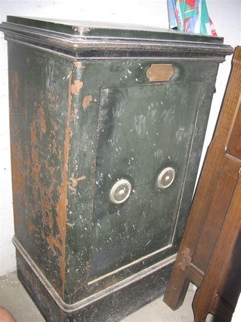 estimation mobiliers anciens ancien coffre fort de marque