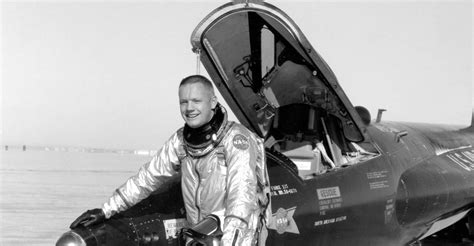 Biography - The Official Licensing Website of Neil Armstrong