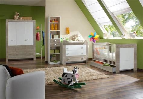 chambre bébé vert anis chambre bébé fille en nuances de vert inspirantes