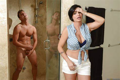 Skinny Cloth Mommiesmommie Masturbates On Kitchen
