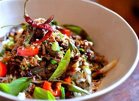 cuisine thailandaise recettes faciles boeuf sauté au basilic thaï la recette facile